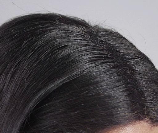 racines femme après la poudre de cheveux